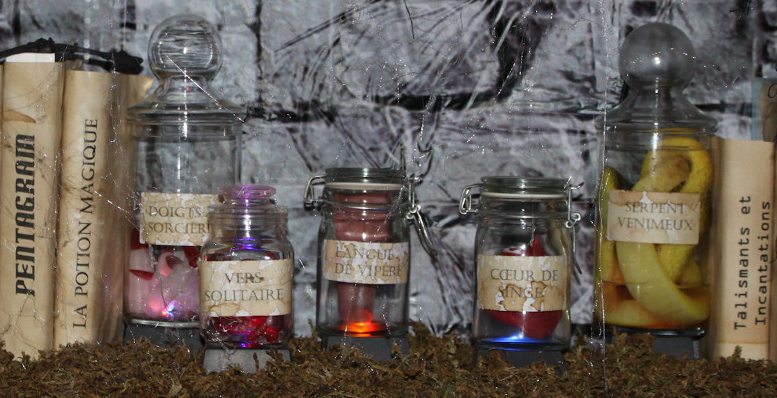 Tiquettes de pots vieillots maison hant e secret queen - Comment fabriquer des decorations d halloween ...